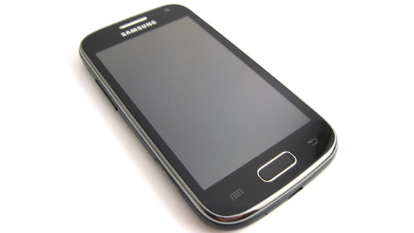 GalaxyAce2_01_HandsOn-580-100