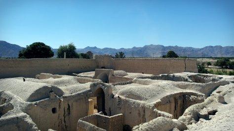 Opuszczona warowna rezydencja nieopodal Faraghe w centralnym Iranie